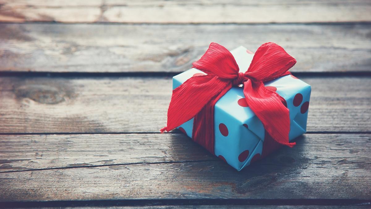 Idę na urodziny i tak się zastanawiam jaki prezent dla fizjoterapeuty kupować w nowym markecie.
